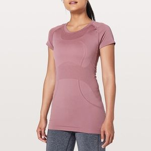 Lululemon maroon athletic top